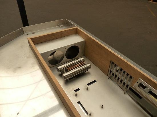 Photo de bureau pc diy un pc sur mesure intégré dans un bureau