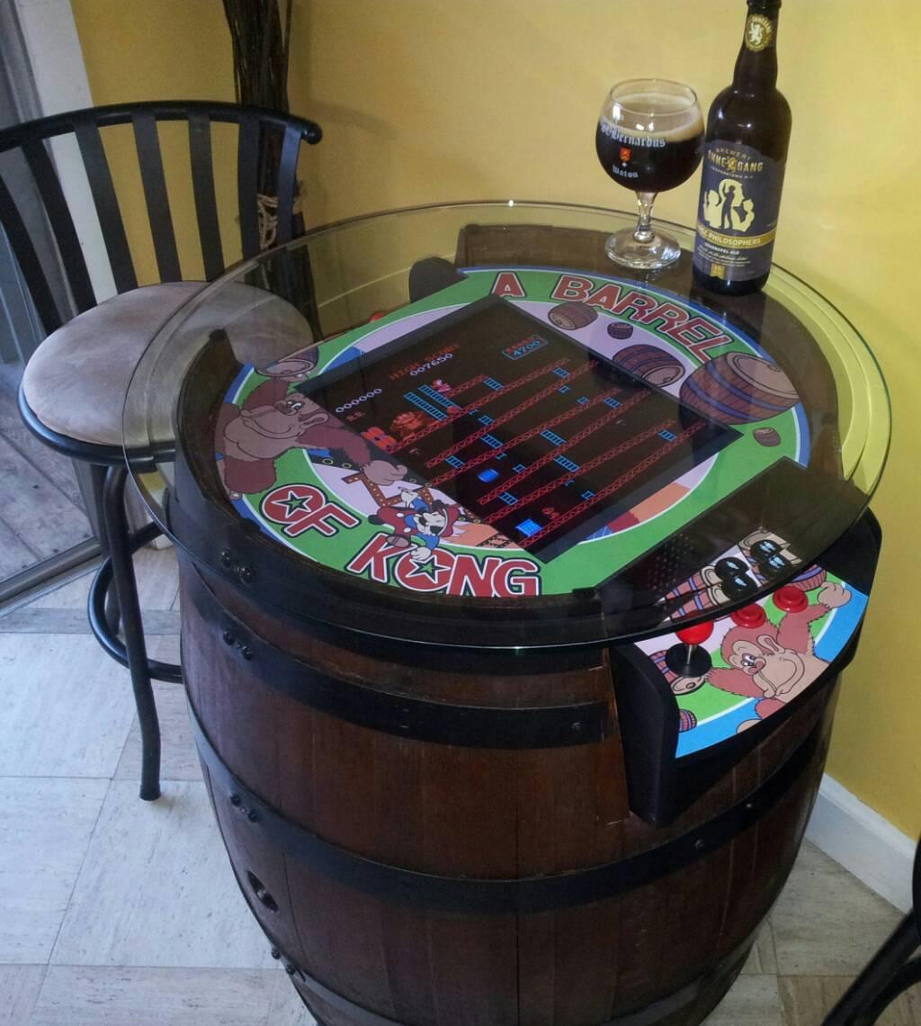 A barrel of kong, une borne d'arcade dans un tonneau