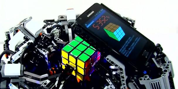 CubeStormer II : le Rubik's Cube n'a plus de secret