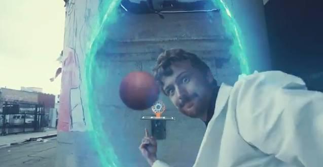 Jouer au basket avec un Portal Gun