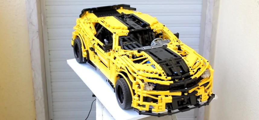Une Chevrolet Camaro en LEGO Technic pilotée via un Smartphone