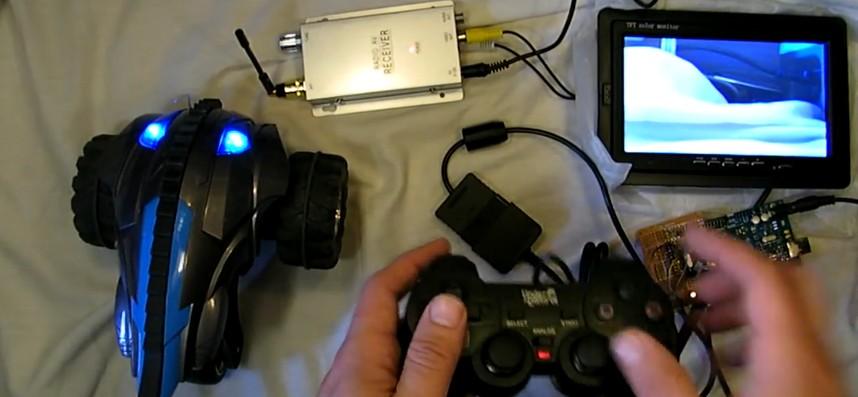Voiture radiocommandée FPV dirigée via une manette ou volant Playstation 2