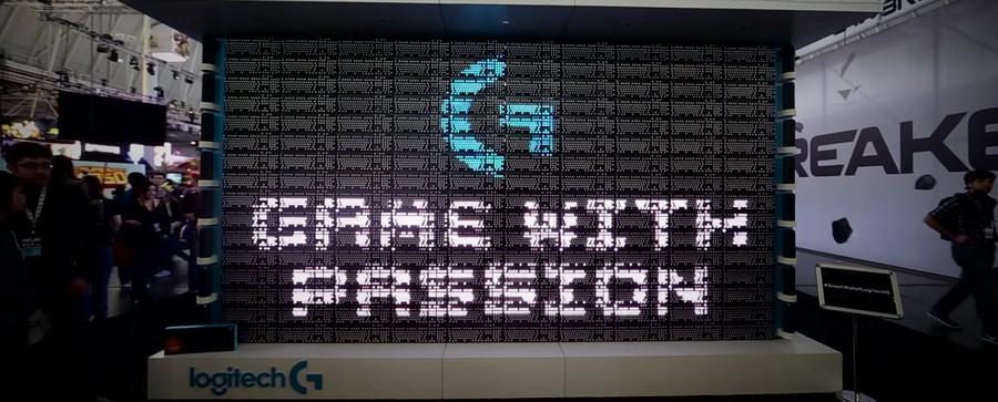 Un écran vidéo constitué de 160 claviers G810 Orion Spectrum