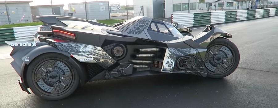 Au Gumball 3000, la Batmobile de la Team GALAG fait sensation.