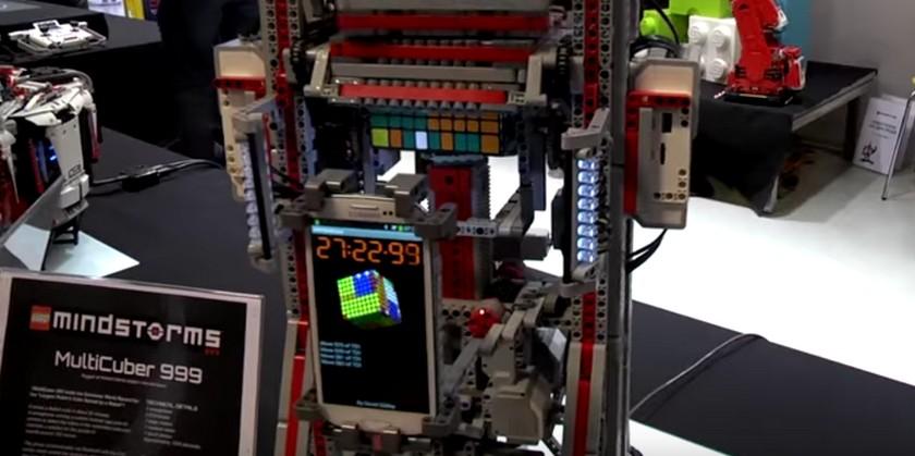 Le robot en Lego 'MultiCuber 999' relève l'impossible !