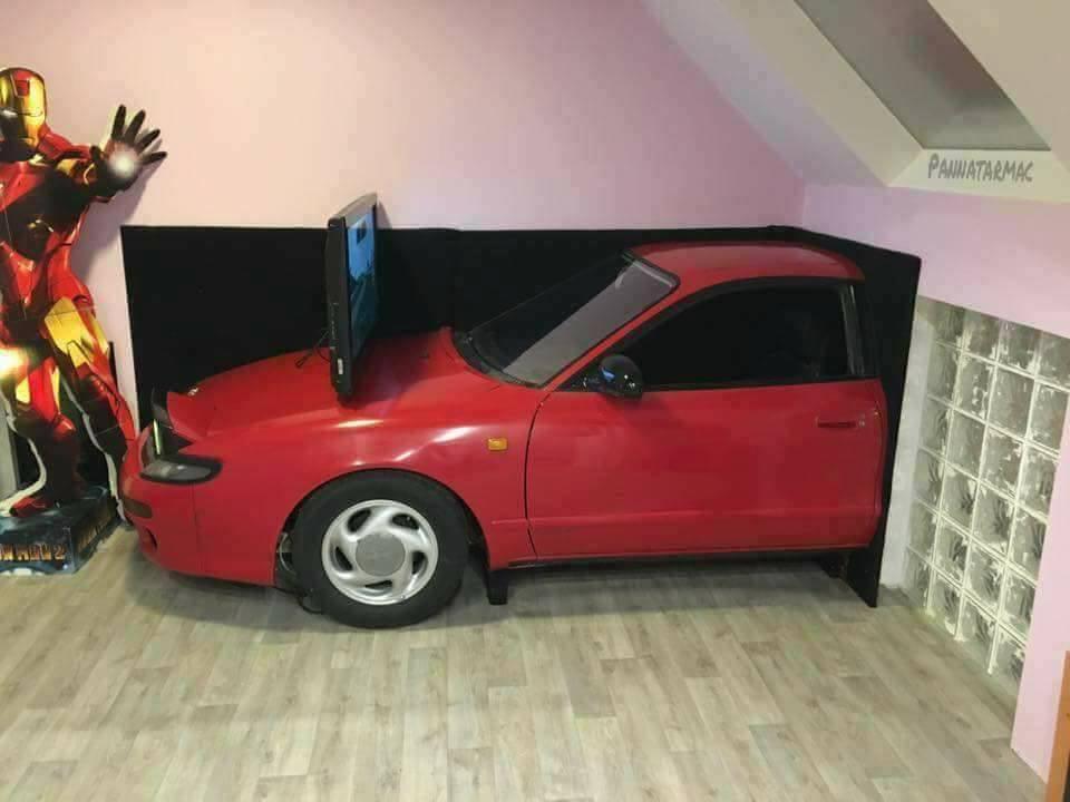 Il remonte une Toyota GT-4 dans sa chambre