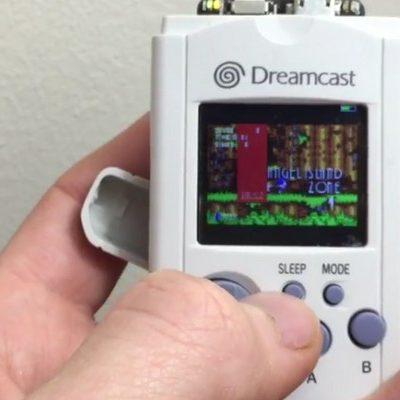 Il crée une console portable à partir d'un VMU Dreamcast