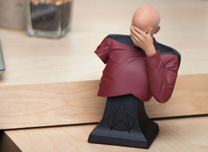 Le mème Captain Picard Facepalm est disponible en figurine