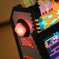 Borne arcade Donkey Kong en LEGO - signal