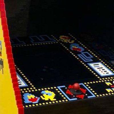 Une borne arcade PAC-MAN réalisée en LEGO