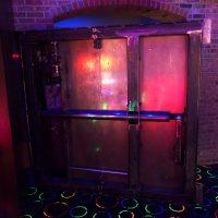man cave flynn's arcade 2.0 - porte dérobée